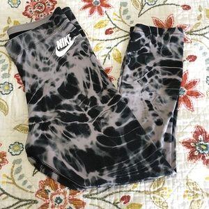 Nike Tie Dye Capri Stretch Athletic Leggings
